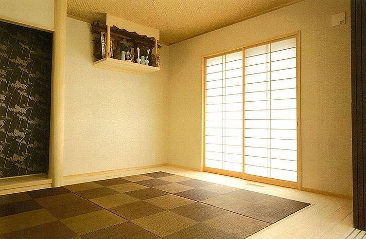 和室には社長が手造りした神棚を設置しました。