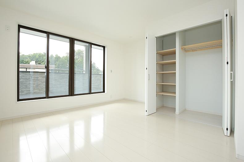 収納棚のある部屋。