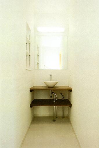 手づくりのシンプルな洗面台